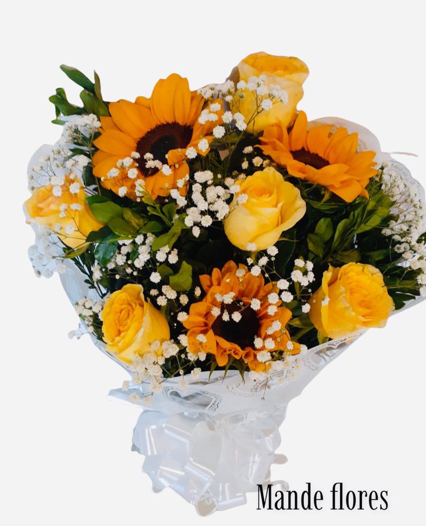 5522 Buque de Girassois Com Rosas Amarelas.